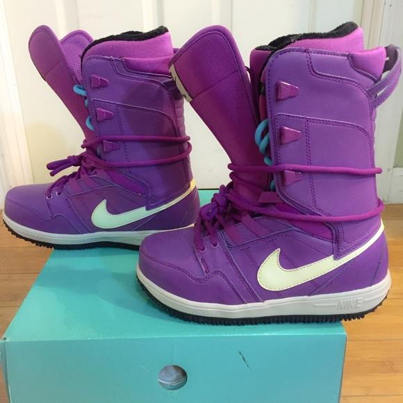 d722f15a37e5 Women s Nike Vapen Snowboarding Boots. M 5653c3659c6fcf3d12000fd2