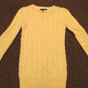 Yellow gap sweater.