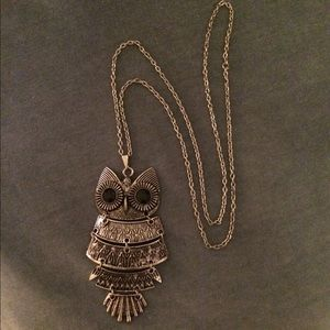 Jewelry - FREE WITH PURCHASE!!!!😆 cute silver owl necklace.