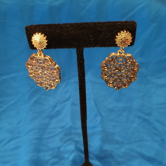056fff341bb8a Samantha Wills gold earrings NWT Boutique