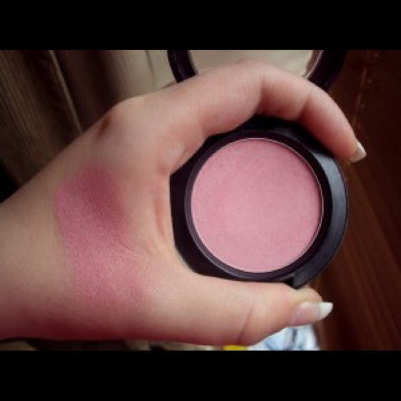well dressed mac powder blush