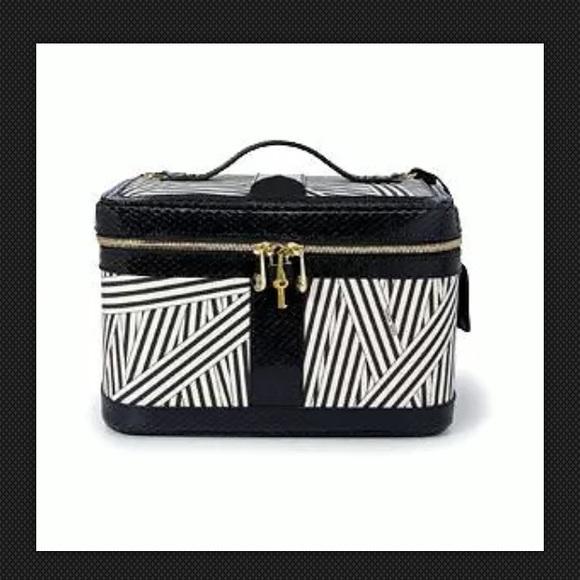 Henri Bendel Bags Large Cosmetic Case Travel Luggage
