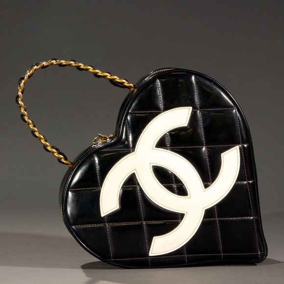 0c78b359a3c66d CHANEL Handbags - ❣ULTRA RARE❣Authentic CHANEL black vinyl heart bag