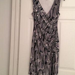 ✅SALE!!!❤️ NY&Company black &white wrap dress