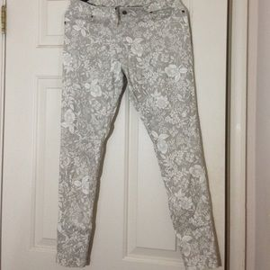 HUE Pants - Hue Floral Shimmer Jegging M New Spandex