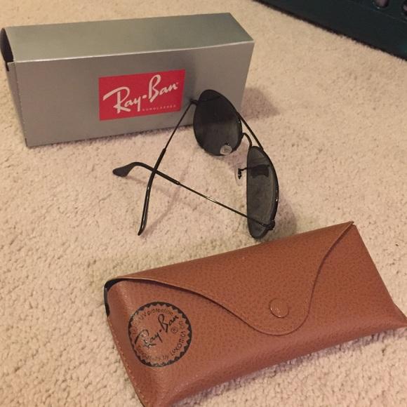 Ray-Ban Accessories - Brand new never worn ray ban classic aviators!