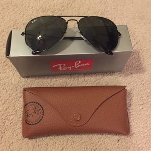 Ray-Ban Accessories - Brand new never worn ray ban classic aviators!