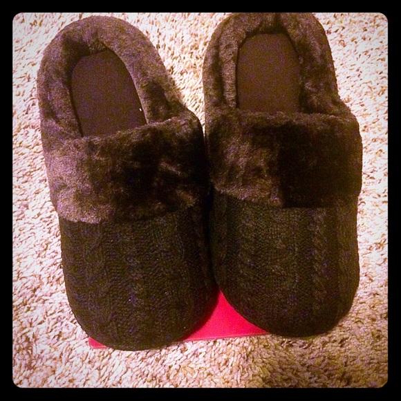 002ead4e3b0e49 NWT dearfoams slippers