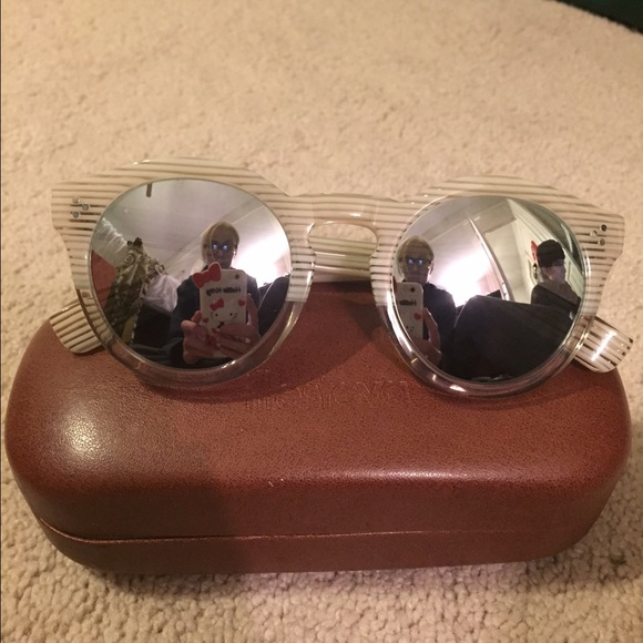 Illesteva Accessories - BNWT Illesteva Mirrored Sunglasses