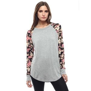 🎁New Listing! Grey Long Sleeved Floral Top