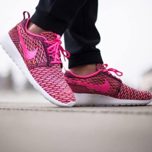 ✨SALE✨Women's Nike Roshe Flyknit