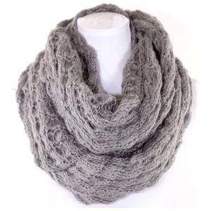 B147 Chunky Soft Sweater Yarn Gray Infinity Scarf