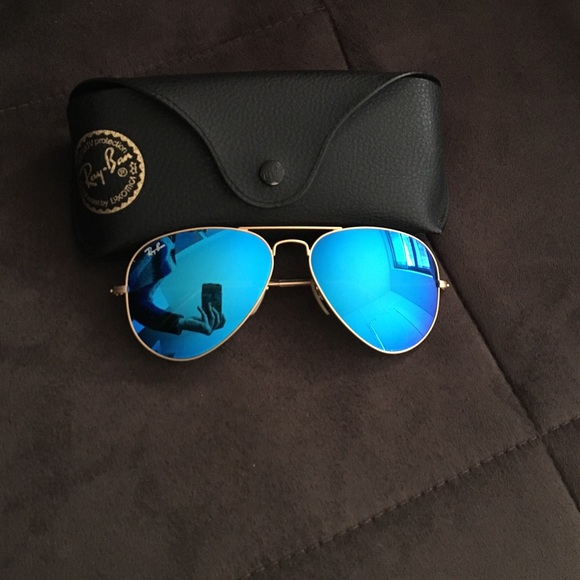 8b05d2c558 Ray-Ban gold matte mirrored blue lens aviators. M 5655e3ee620ff774e4000de5