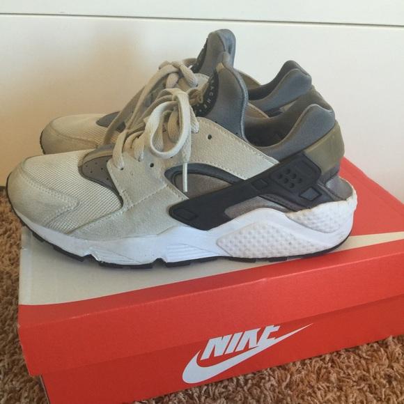 Rare 2015 Nike huaraches 8.5 men 9.5/10 women