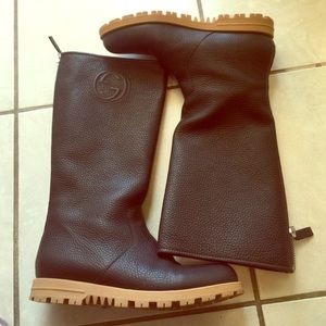 ✨HP✨Authentic Gucci Brown Pebbled Leather Boots