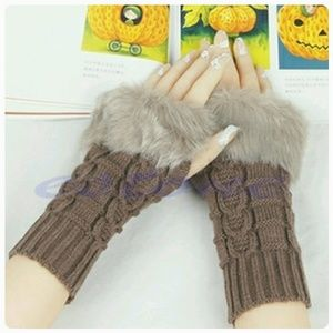 Accessories - 🎀PRICE DROPPED🎀 Fingerless gloves