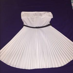 Dresses & Skirts - ❌Sold❌Adorable Boutique White Sundress