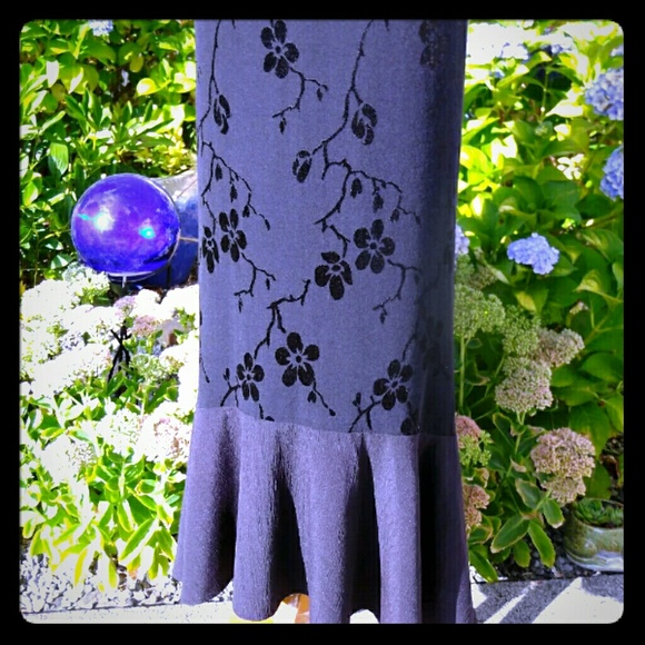 lable missing Dresses & Skirts - Vintage black floral skirt