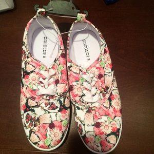 H&M Shoes - ⚫️Brand new hanger H & M floral shoes size 7