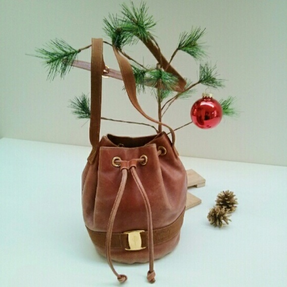 Salvatore Ferragamo Vintage Brown Bucket Bag. M 5658bf958e1c61b802016c85 522fb3c953