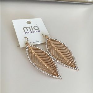 New beautiful gold plated earrings