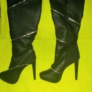 KNEE HIGH JUSTFAB LEATHERED BOOTS SIZE 9