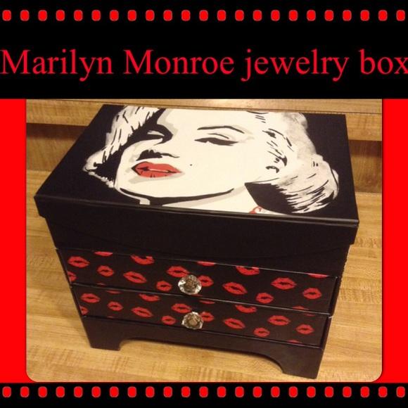 Marilyn Monroe jewelry box OS from Mistis closet on Poshmark
