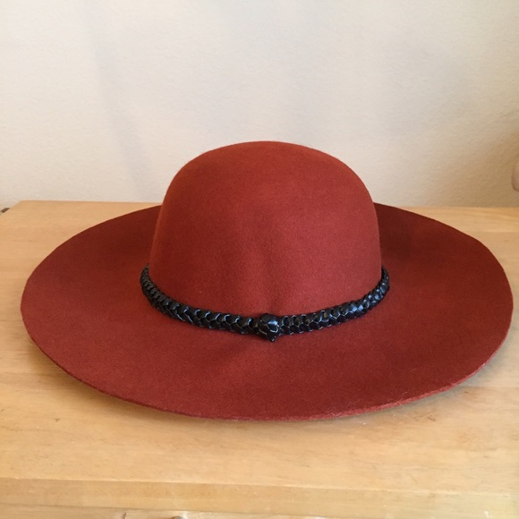 4adafa2f1e134 NWT - Forever 21 felt floppy hat - burnt orange