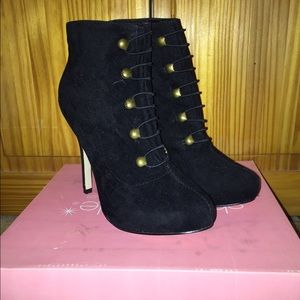 Black ankle booties size 6.5