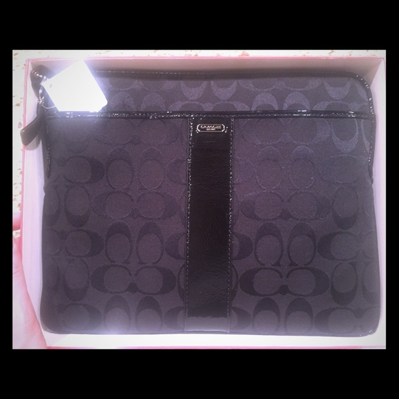 Coach Accessories - PERFECT CONDITION COACH IPAD CASE - with tags/box