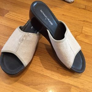 Donald J Pliner wedge slip-on