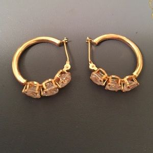 Jewelry - Small hoop earring with heart shaped stones