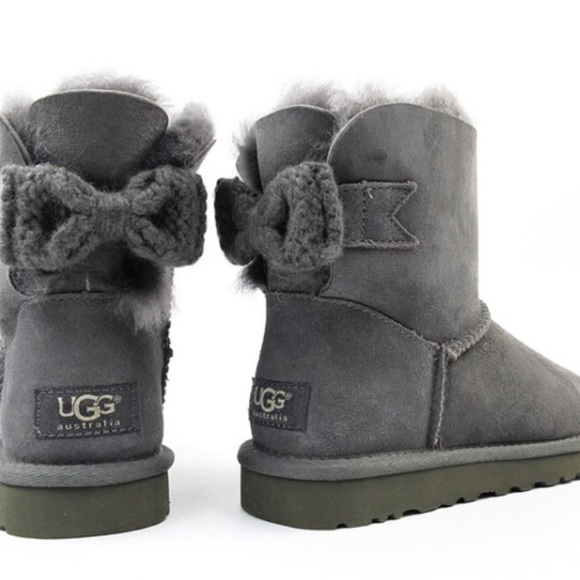 UGG authentic mini Bailey knit bow boots Sz 8 new