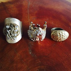 Set of 3 gold rings rhinestones frog hammered