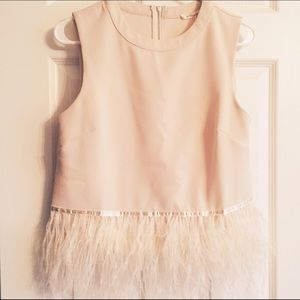 Tops - Adorable sleeveless top with feather accents