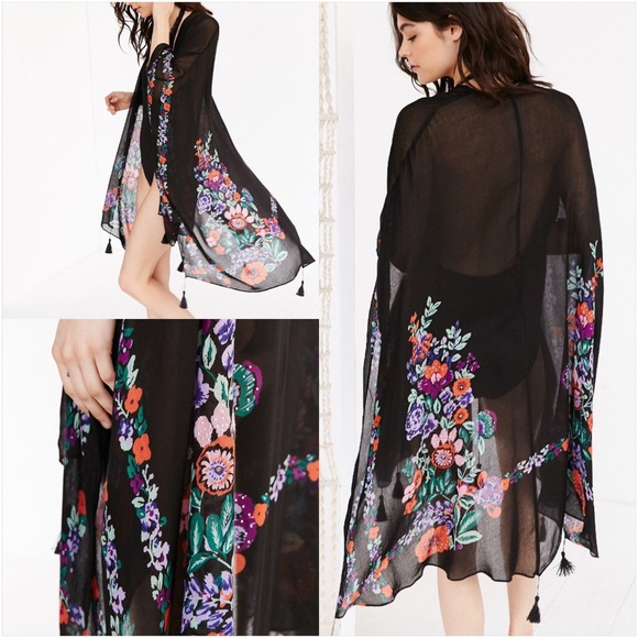 44bf9df5b8e 🎉HP🎉 Urban Outfitters Floral Embellished Poncho