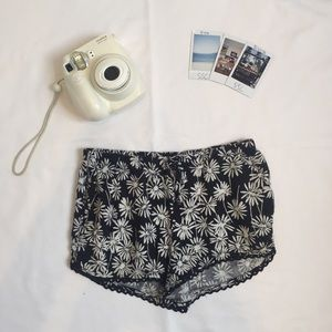 Mia Chica Other - Daisy Print Shorts