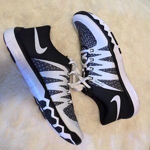 Menns Svart-hvitt Nike Free 5.0 Tr Flywire QvM0W1vi