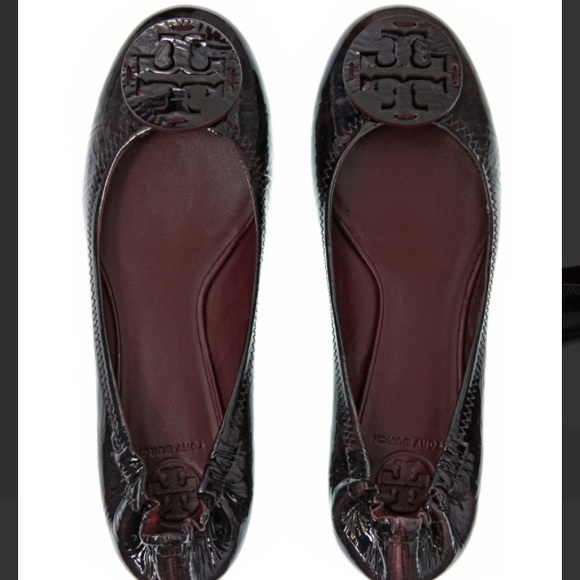 Tory Burch 'reva' flats in patent leather eggplant