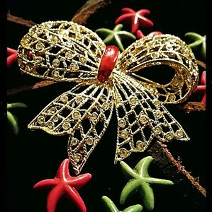 bloomingdales Jewelry - Bloomingdale's very rare Christmas brooch