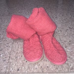 KNIT CORAL UGG BOOTS SIZE 7