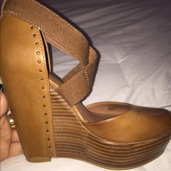 085e40811de0 Lucky Brand Shoes - Lucky Brand closed toe wedges