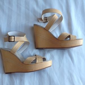 Marc Jacobs Tan Leather Wedges in sz 37