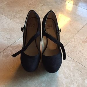 Shoes - Black pump wedges with strap