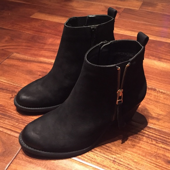 c821e8a1096c Steve Madden Black Leather Wantagh Bootie