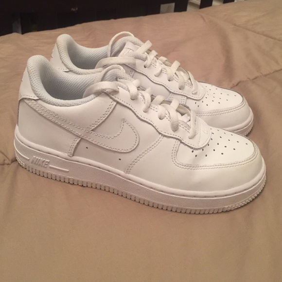 2af1e908a96767 White Boys Girls Air Force Ones Nikes. M 565cfedec28456a251006453