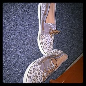 Cheetah sperrys. Some wear but good condition!