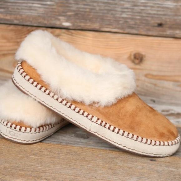 9d021b196e4 UGG Wrin Chestnut Sheepskin Moccasin Slippers US 7