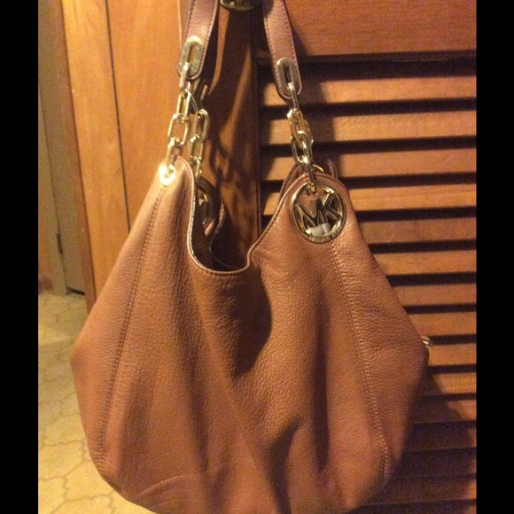 michael kors mk leather hobo bag from jade 39 s closet on poshmark. Black Bedroom Furniture Sets. Home Design Ideas