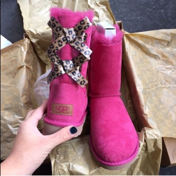 385c943bcce UGG authentic Bailey bow leopard boots Sz 5 new NWT